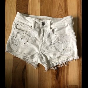 American Eagle White Denim Shorts! Sz 2!.